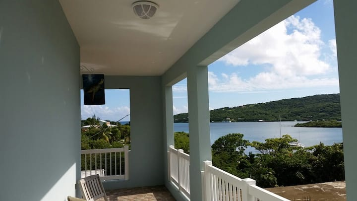 SEAHORSE SUITE @ Island Charm! (Water view!)