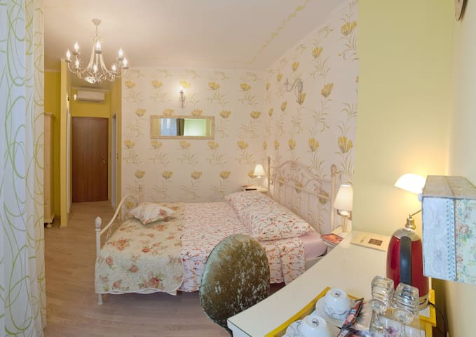 Floral Mediterranean Luxury - Solin - Bed & Breakfast