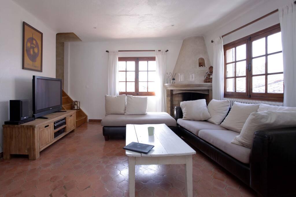 Appart 4 p dans maison de village appartements louer for Appart maison a louer