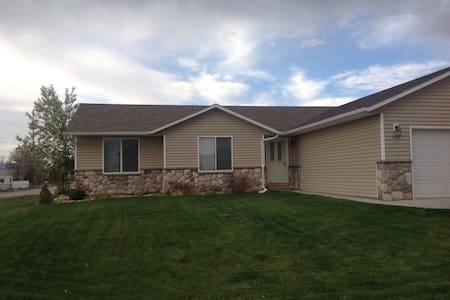 Your home away from home in WY (2) - Douglas - Maison