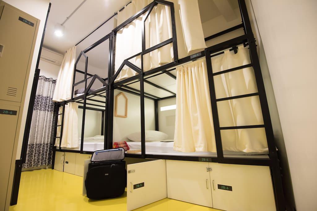 6-people room