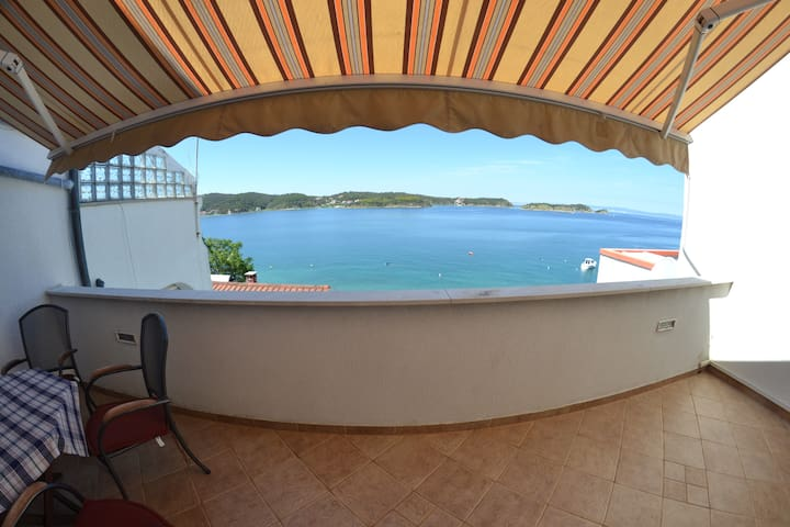 Apartments directly on sea - Rab