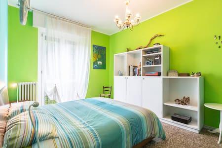 5 min to metro1, quiet, green, wifi - Milano - Apartment