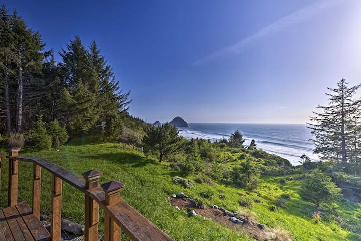 Forested Gold Beach House w/Panoramic Ocean Views!