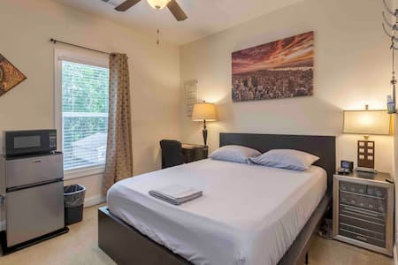 Close to Midwood, NoDa & train! COMFY-CLEAN-SIMPLE