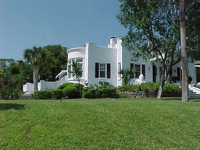 Beach Side Rental at Historic Home - Ormond Beach - Apartment