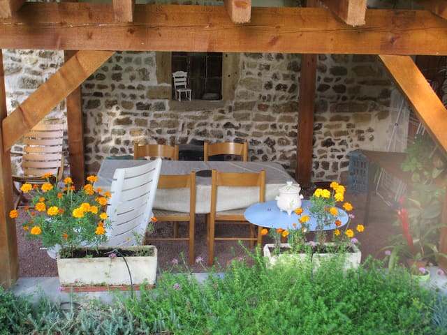 Maison de caractère, avec vaste jardin et barbecue - Saint-Pierre-la-Noaille - Dom