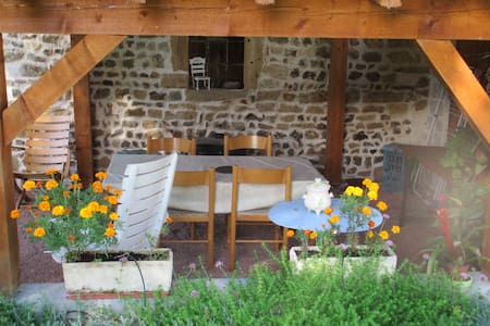 Maison de caractère, avec vaste jardin et barbecue - Saint-Pierre-la-Noaille - Talo