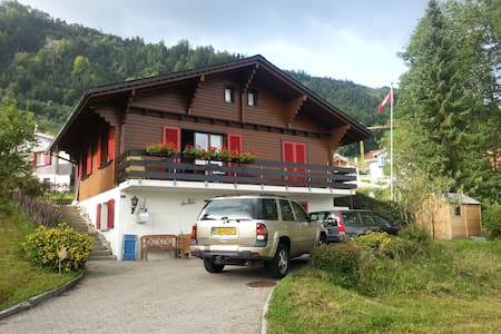 Charming Swiss chalet with amazing view over lake - Emmetten - Almhütte