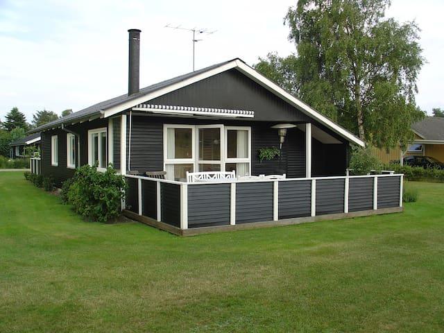 Hyggeligt familievenligt sommerhus - Juelsminde - Cabin
