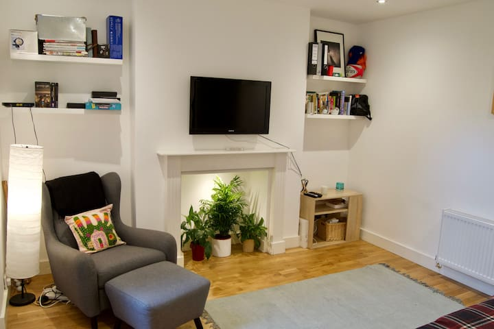 Trendy 1 Bed Flat Sleeping 4 in Charming Fulham