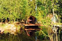 Romantisches Schlummerfass am Teich
