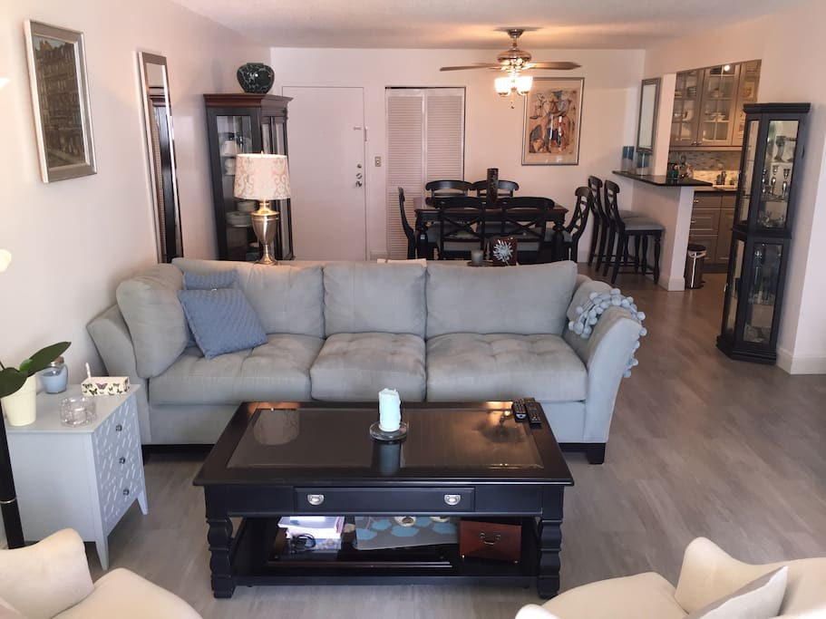 Convenient and comfortable this apartment is the ideal location to come back to after a long day at the beach or a long night out in town.  Central AC, big screen tv, bluray dvd and wifi are only some of the amenities that will help you make this place yo