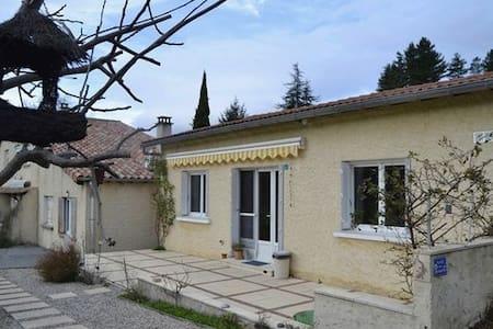 Maison dans  village  de caractére - Jaujac