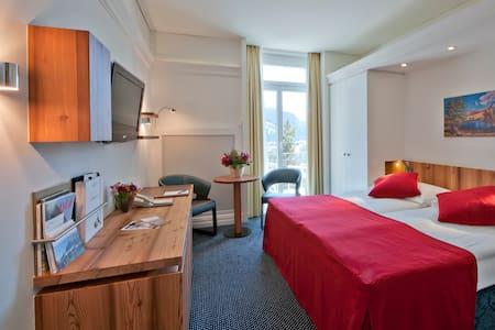 Zuhause mit Aussicht im Herzen von St. Moritz