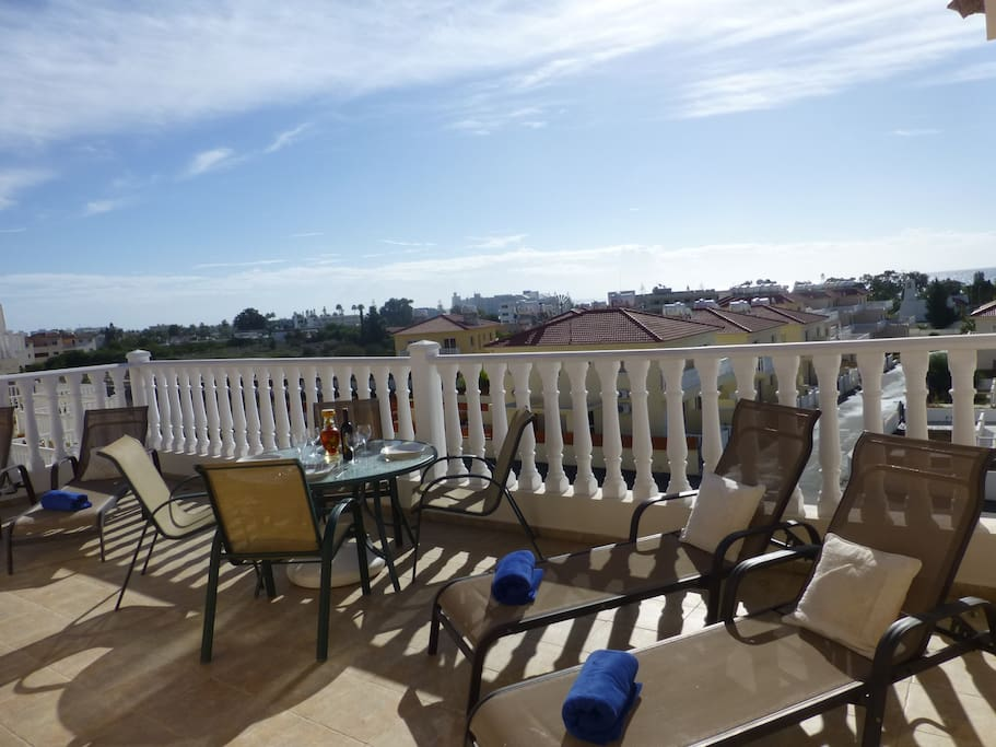 South facing sunny balcony with view over Nissi bay!