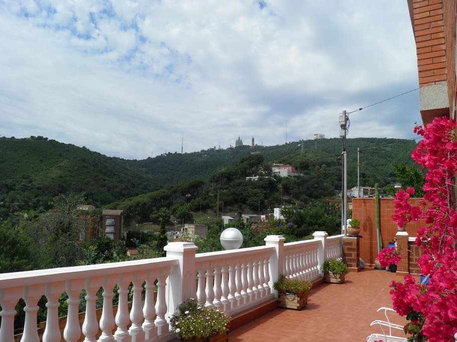 El Tibidabo desde una de nuestras terrazas.