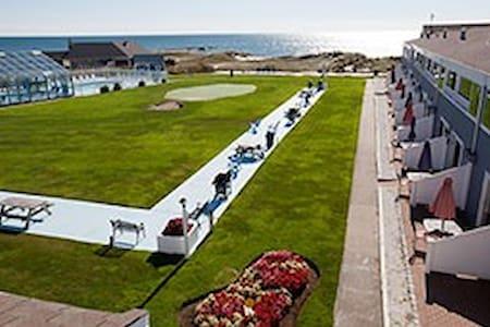 Edgewater Beach Resort - Dennis - Pis
