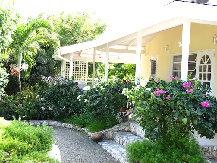 Spacious 2-bedroom-villa Antigua w/stunning view