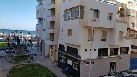bel appartement avec vue partielle sur la mer+park