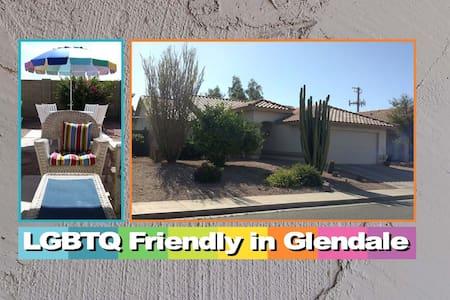 GAY FRIENDLY ROOM/PRIVATE BATH  - Glendale - Casa