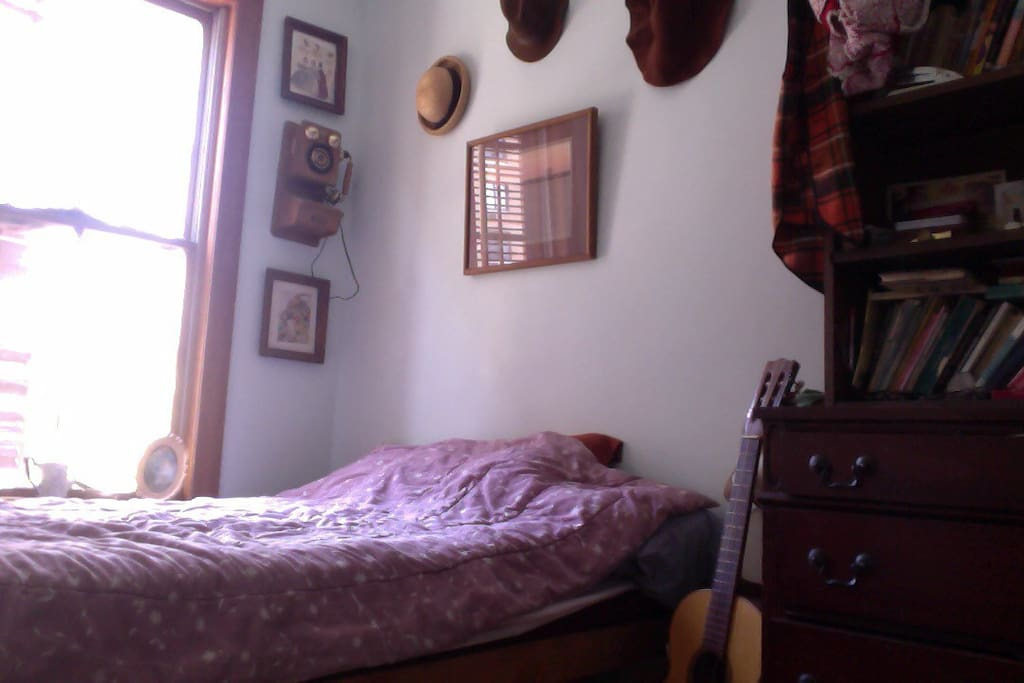Cute smaller bedroom.