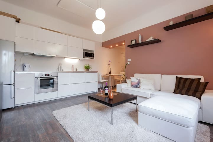Exclusive&Cosy apartment w/ private entrance - Budapest - Departamento