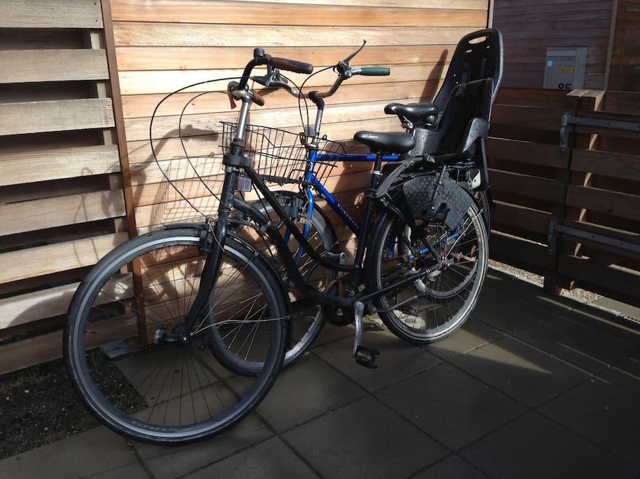 2 cykler med barnesæde til rådighed
