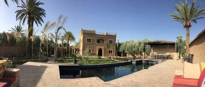 Villa avec jardin, piscine privée et services