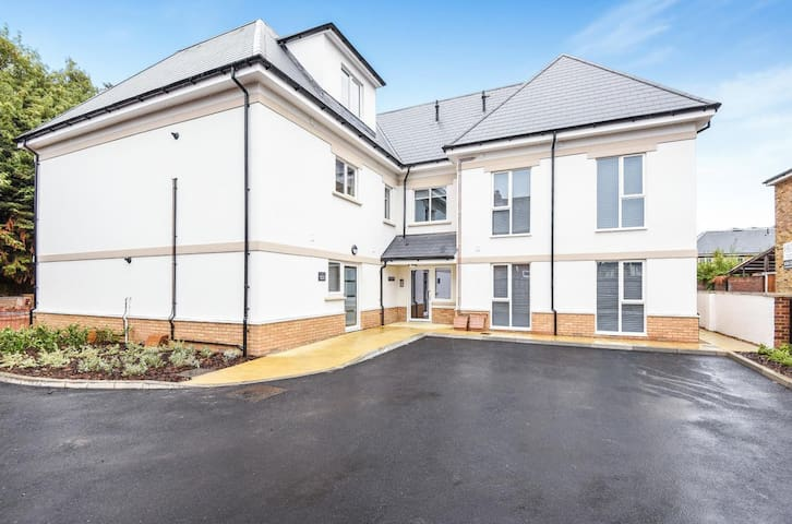 Magna House - Luxury 1 Bed Apartment in Surrey F8