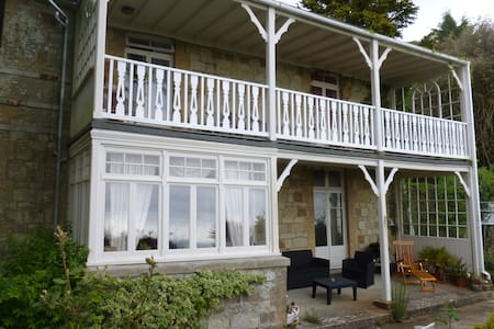 A large room with seaview terrace and wildlife - Ventnor