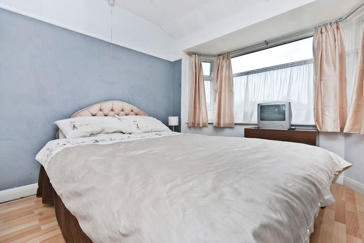 Quiet Private room nr Airport (2) - Northolt