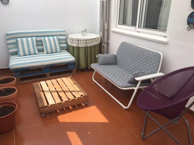 Piso muy amplio con terraza, ideal para familias