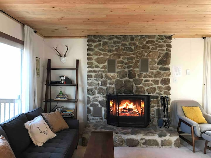 Chalet at Wintergreen—great location with hot tub!