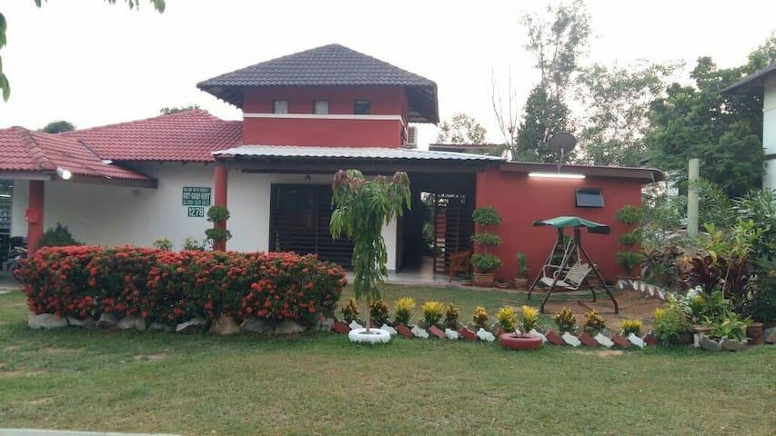 5 to 6 rooms villa @A'Famosa Resort - Alor Gajah - Villa