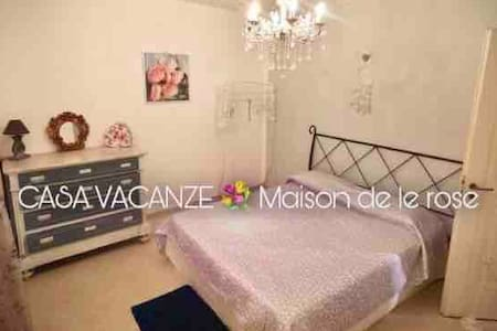 """Casa Vacanze """"Maison de le Rose"""""""