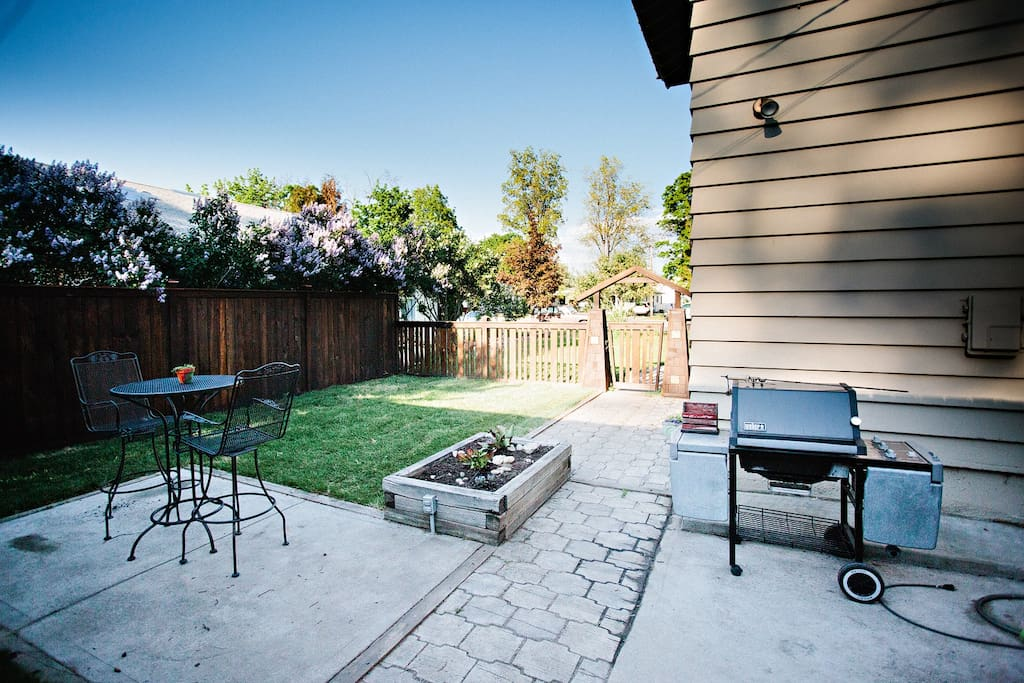 Enjoy peaceful Montana evenings on the patio!  Grill available for guest use.