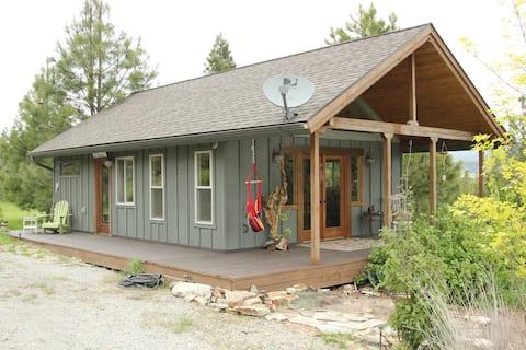 Montana Mountaintop Guest Cabin
