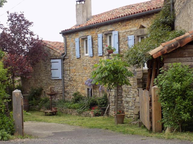 Maison au calme avec vue sur Viaduc - Saint-Georges-de-Luzençon - House