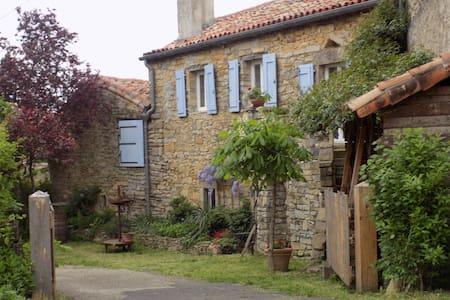 Maison au calme avec vue sur Viaduc - Saint-Georges-de-Luzençon - Haus