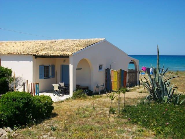 Almyros Beach House A2-Mistral Houses - Corfu - Casa