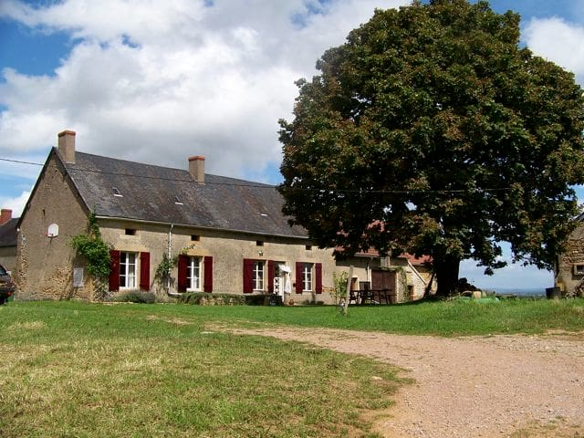 Old Burgundy farm with superb view - Crux-la-ville - Ev