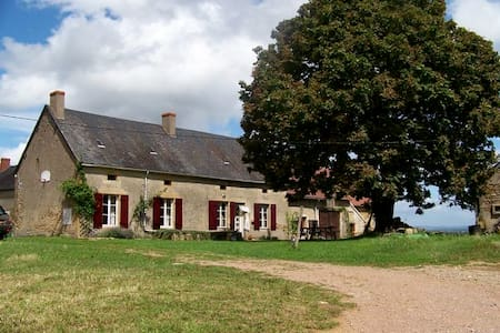 Old Burgundy farm with superb view - Crux-la-ville - Casa