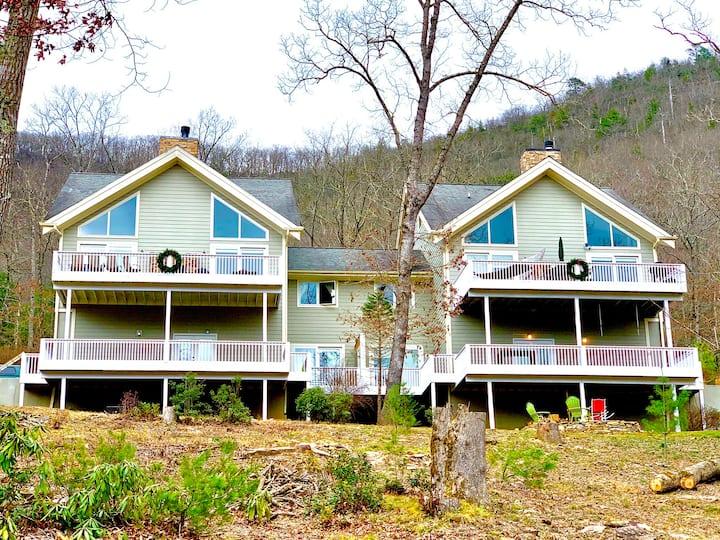 Riverrun Retreat Vacation Home -Multi family/group