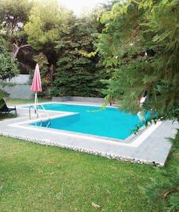 Πανέμορφο σπίτι δίπλα στη Θάλασσα - Neos Voutzas - 独立屋
