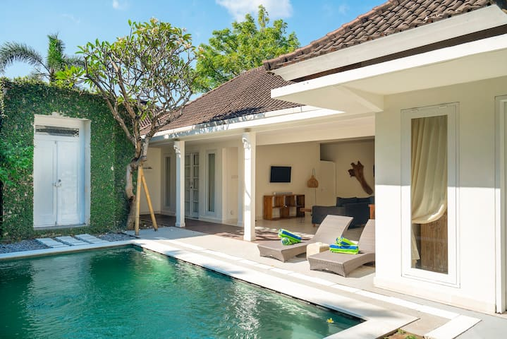 Ratoo villa 2BR private pool, center Seminyak