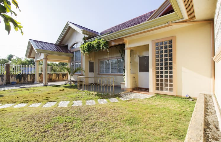 Large house in Medellin , Cebu - Medellin - House