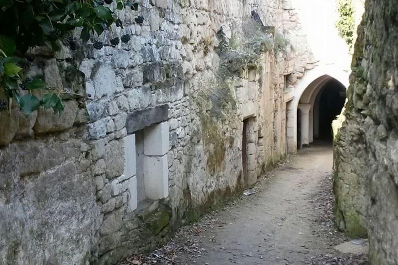 """entrée des """"troglos"""" de Souzay-Champigny"""