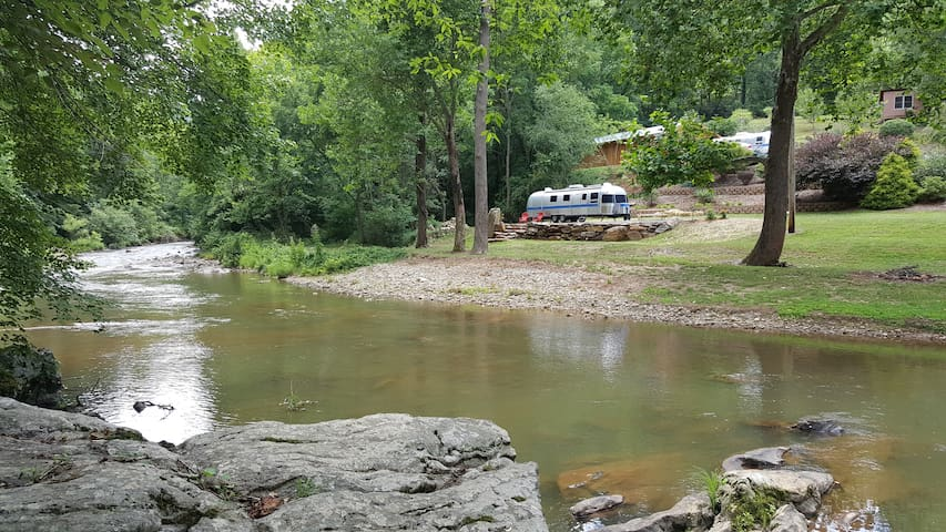 Glamping at Cold Mtn River Retreat - Canton - Camper/RV