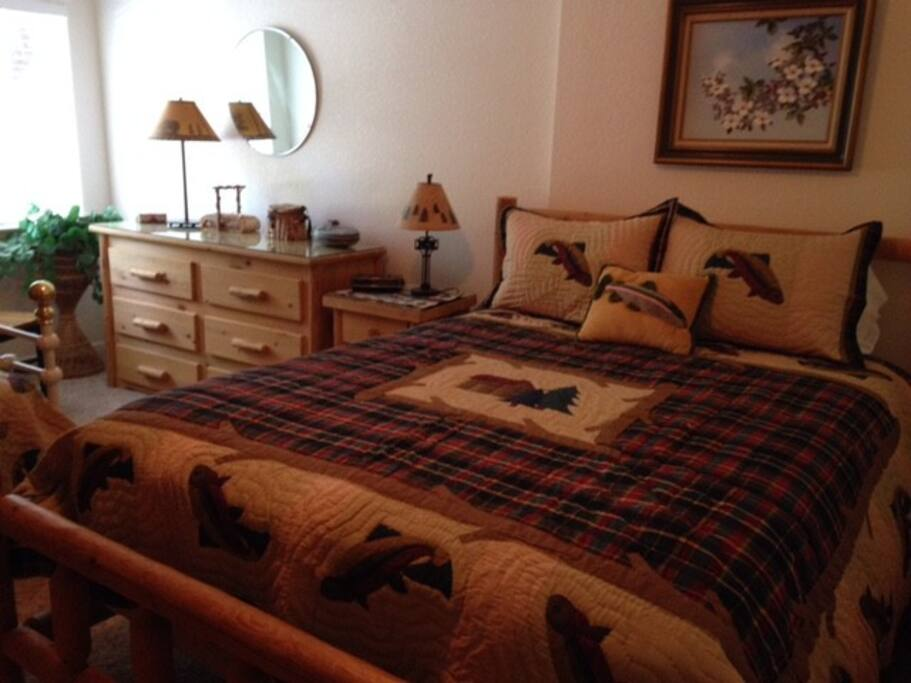 Upstairs bedroom #2 with double bed and single trundle bed with pull out twin bed, great for kids